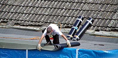 étanchéité des toits avec du bitume solide